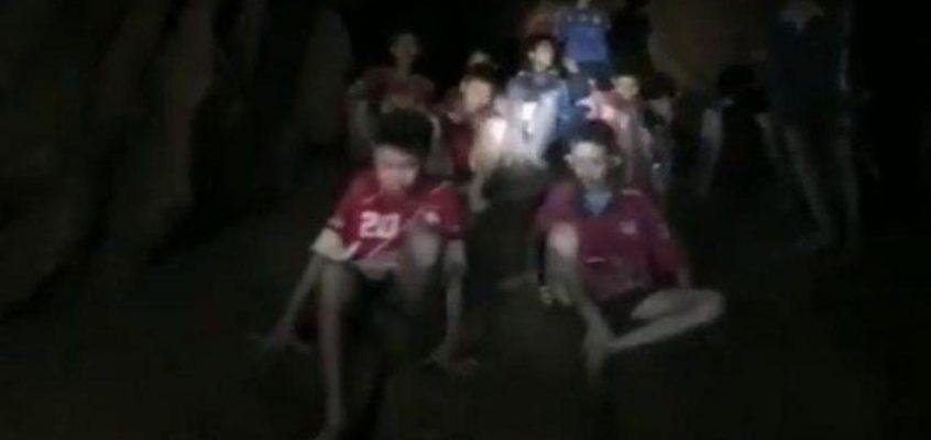 Пропавшие в пещере Таиланда дети нашлись живыми