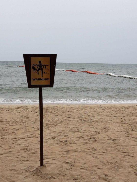 Желтые флаги на пляжах Паттайи - осторожно, «Бебинка» и медузы