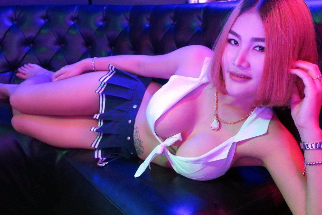 Британец прокутил в стриптиз-клубе Паттайи больше 200 тысяч батов за ночь
