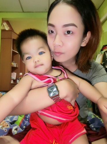 Мальчик с голубыми глазами родился в Таиланде