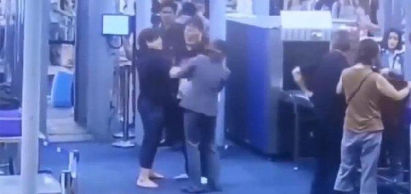 Женщина из Кореи была оштрафована на 1000 батов за то, что дала пощёчину сотруднице службы безопасности, которая сканировала её в аэропорту Суварнабхуми.