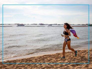 Бикини марафон в Паттайе - бег по пляжу в купальниках (ФОТО)