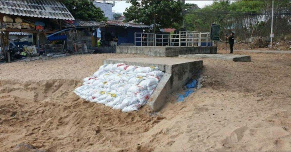 Как заделать дыру в море - Таиланд удивляет в очередной раз