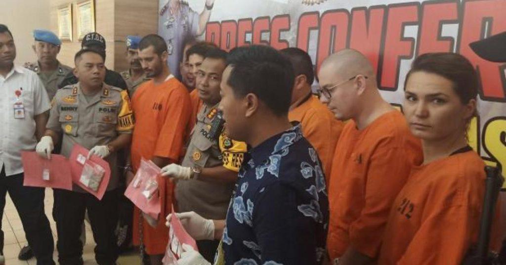 Россиян арестовали за продажу наркотиков в Индонезии