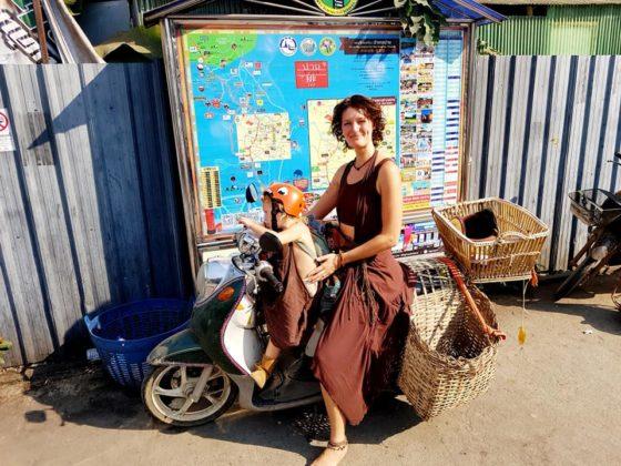В Таиланде иностранка подарила свой мотоцикл всем жителям города Пай