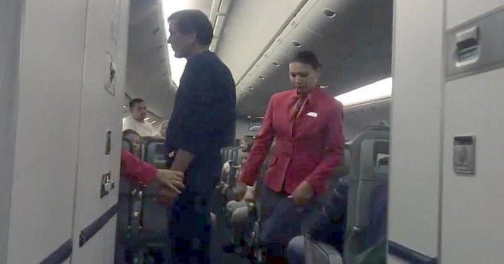«Рейс из Ада на Пхукет» - туристы из России устроили дебош на борту самолёта