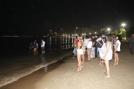 На центральный пляж Паттайи приплыла косатка