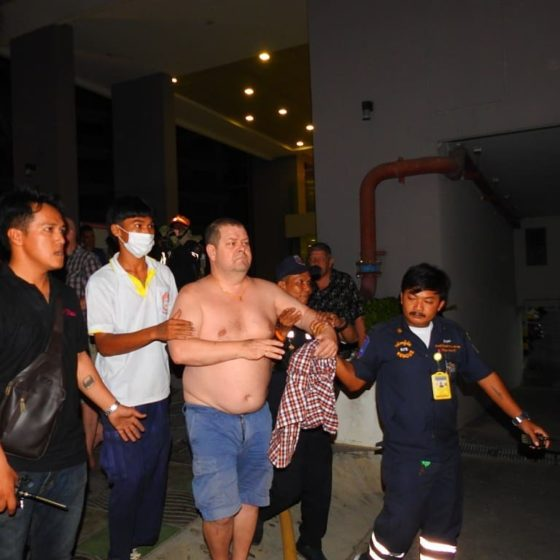 Сотни туристов эвакуировали из горящего кондоминиума в Паттайе