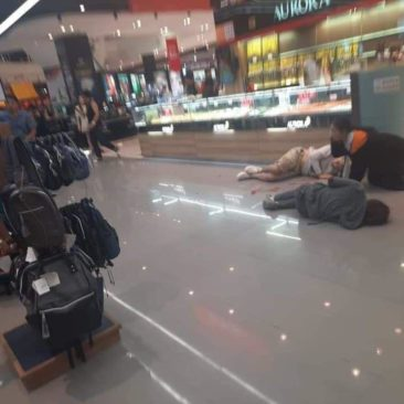 В Таиланде грабитель застрелил 3 человека в торговом центре (видео)
