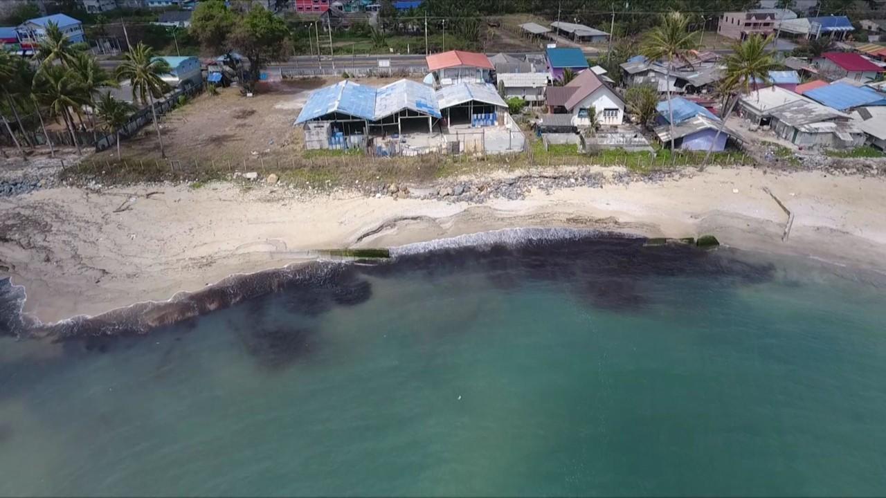На остров Самуй в Таиланде надвигаются пятна нефтяного разлива