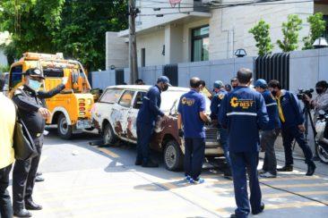 С улиц Бангкока эвакуируют брошенные автомобили