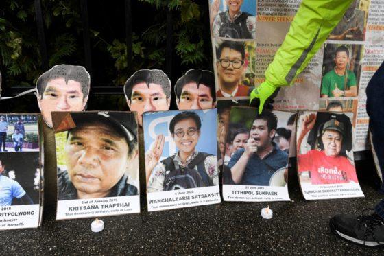 Тайские активисты устроили митинг у виллы короля в Германии