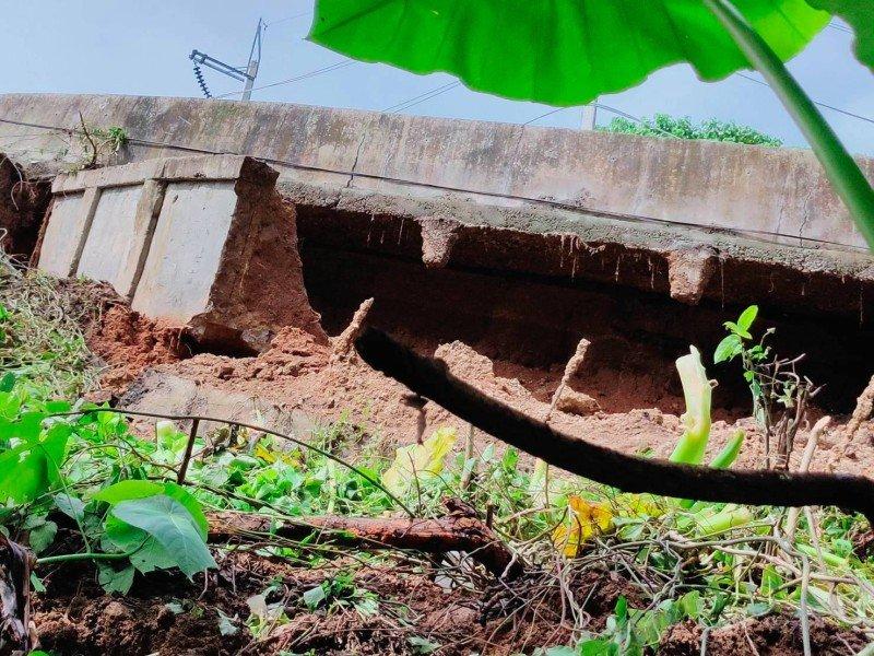 Сильные дожди на Пхукете разрушают дороги
