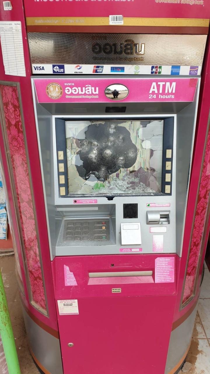 В Таиланде мужчина расстрелял банкомат за отказ в кредите
