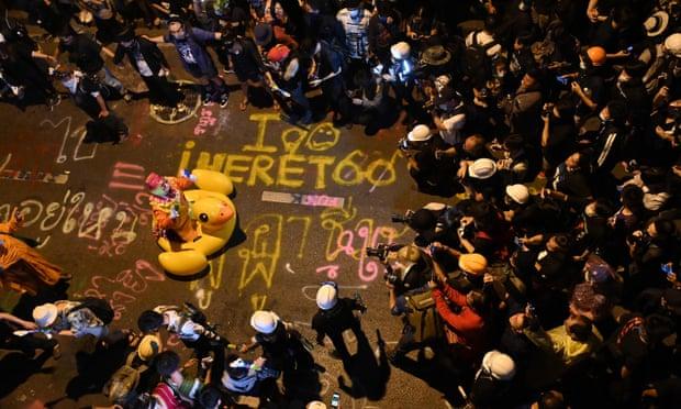 Гигантские резиновые утки стали символом протестов в Таиланде