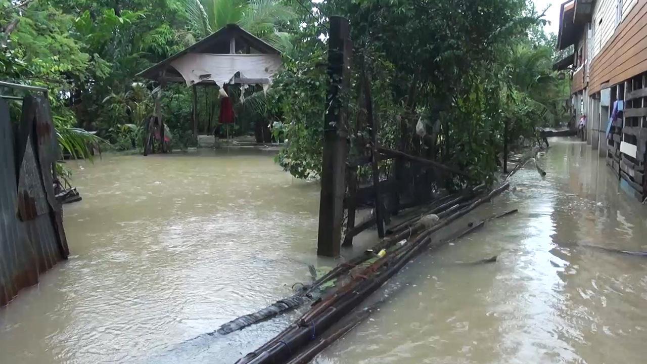 Тысячи людей эвакуированы из-за наводнения на юге Таиланда