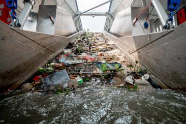 Перехватчик плавающего мусора появится на реке Чаупхрая в Бангкоке