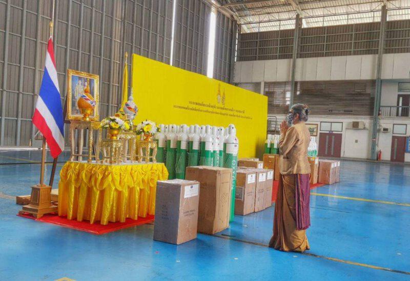 Королевская семья Таиланда направила гуманитарную помощь в Индию