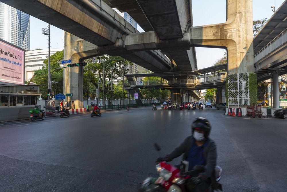 Таиланд вводит комендантский час в Бангкоке и некоторых провинциях