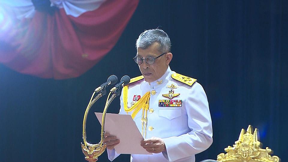 Король Таиланда празднует 69 день рождения