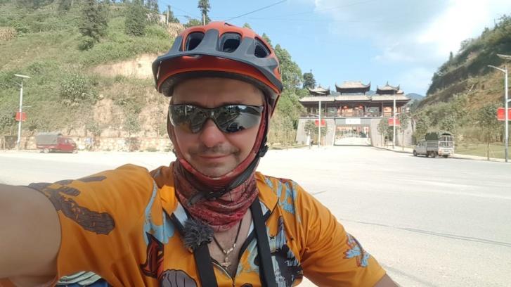 Россиянин два года ехал на велосипеде из Таиланда домой